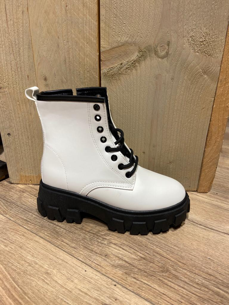 stoere witte boot